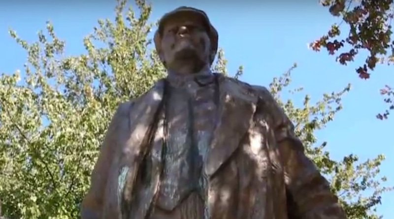 Lenin Close Up